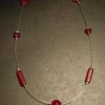 rote kette 150x150 Ketten und Ohrringe mit Perlen selber basteln