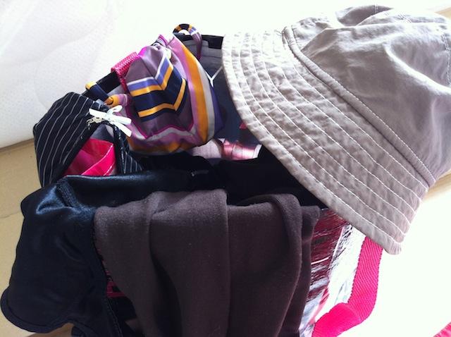 Hochzeitsspiel - Eine Tasche voller Kleidung