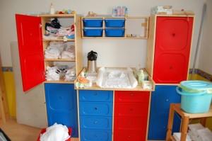 wickeltisch f r zwillinge einrichten. Black Bedroom Furniture Sets. Home Design Ideas