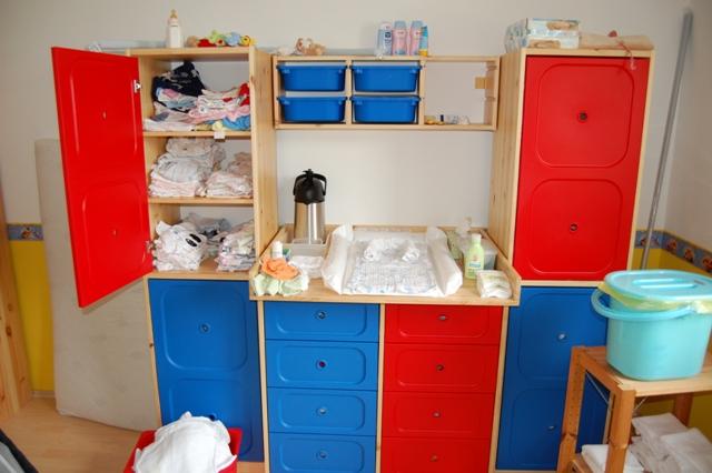 wickeltisch von ikea f r zwillinge. Black Bedroom Furniture Sets. Home Design Ideas
