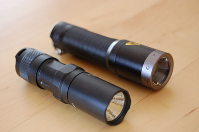 LED Lenser M1 und Fenix PD 20 liegend