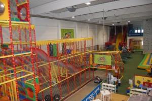 Kletterturm und Kartbahn Family Fun 300x199 Erfahrungsbericht: Indoorspielplatz Family Fun in Wien