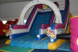 Rutsche im Family Fun 300x199 Erfahrungsbericht: Indoorspielplatz Family Fun in Wien