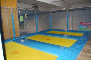 Trampolin im Indoorspielplatz