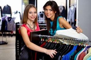 Pullover und Cardigans sind in Sache Mode bei Frauen sehr beliebt