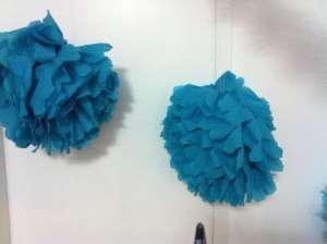 Babyparty Dekoration: Pompoms aus Servietten basteln