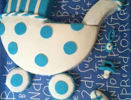 Torte für die Babyparty – Kinderwagentorte