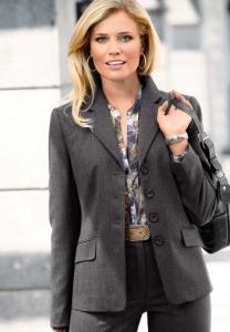 Modestil bei stylzz.at Klassische Mode: Nadelstreifenanzug für Damen