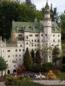 Schloss Neuschwanstein aus LEGO im LEGOLAND in Deutschland