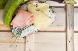 Belegtes Brot mit Käse und Schinken