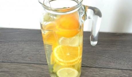 Wasser mit Geschmack ohne Zucker
