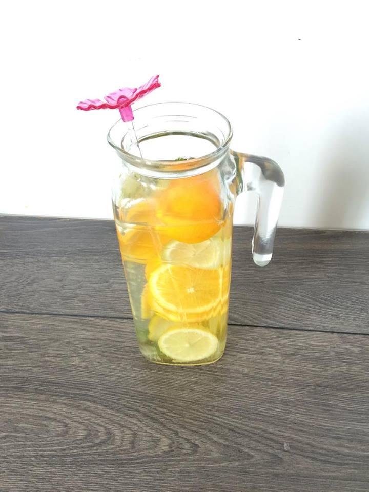Getränk - Wasser mit Orangen, Melisse und Zitrone