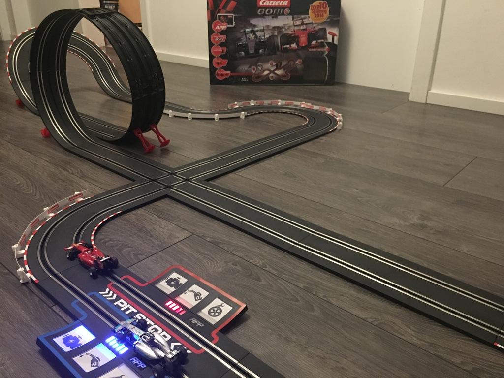 Carrera Rennbahn mit Pit Stop Schiene GO!!! Plus