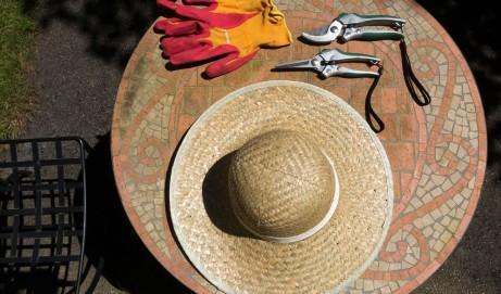Die richtige Kleidung für Gartenarbeiten im Frühjahr